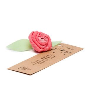 Agulla amb rosa de roba